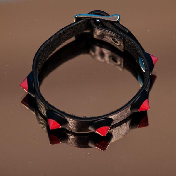 bracciale PARTY/MONSTR in pelle nero con borchie rosse